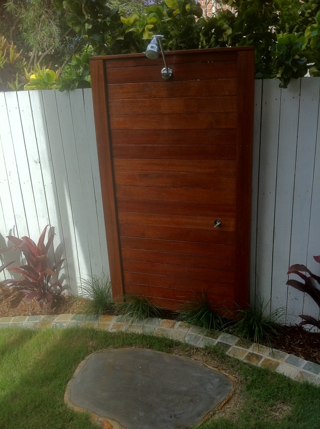 Kwila screen with outdoor shower