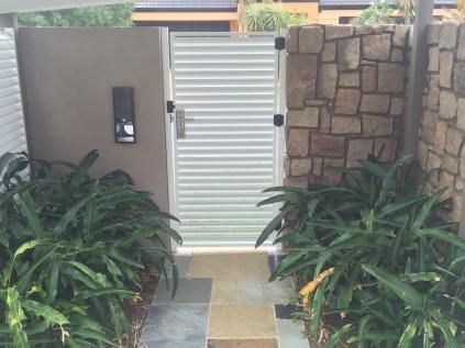 Aluminium screening and gates